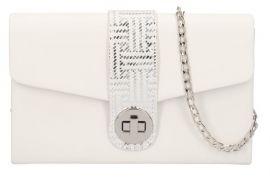 Bílé matné dámské psaníčko na řetízku se stříbrnými doplňky